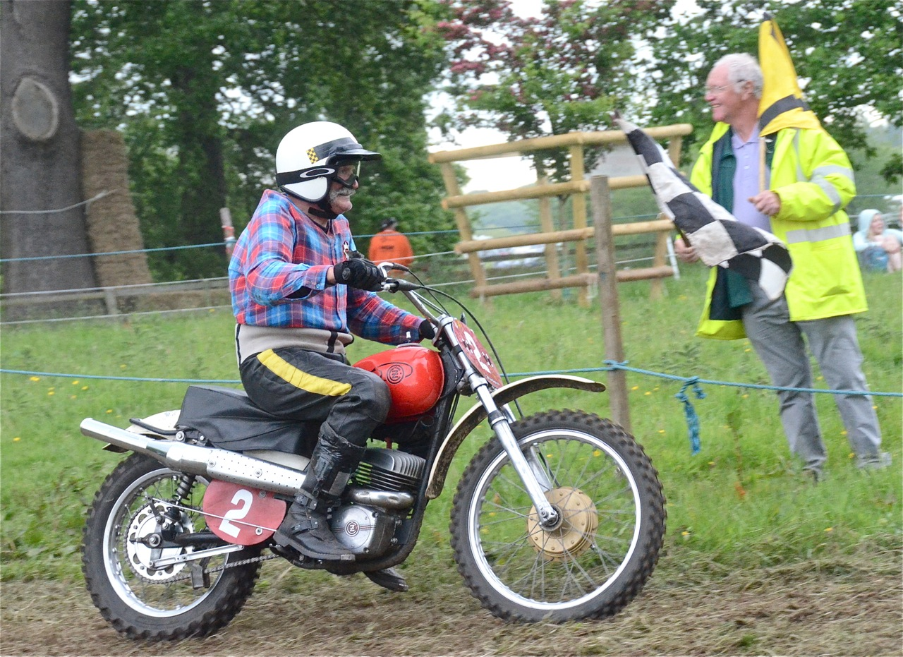 cholmondeley pageant of power 2015 classic scramble demonstration races classicdirtbikerider.com CZ 2