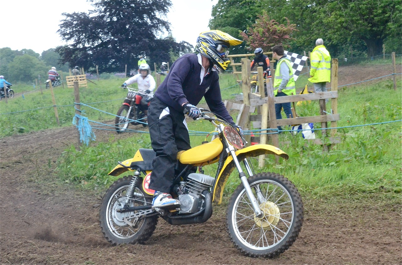 cholmondeley pageant of power 2015 classic scramble demonstration races classicdirtbikerider.com CZ