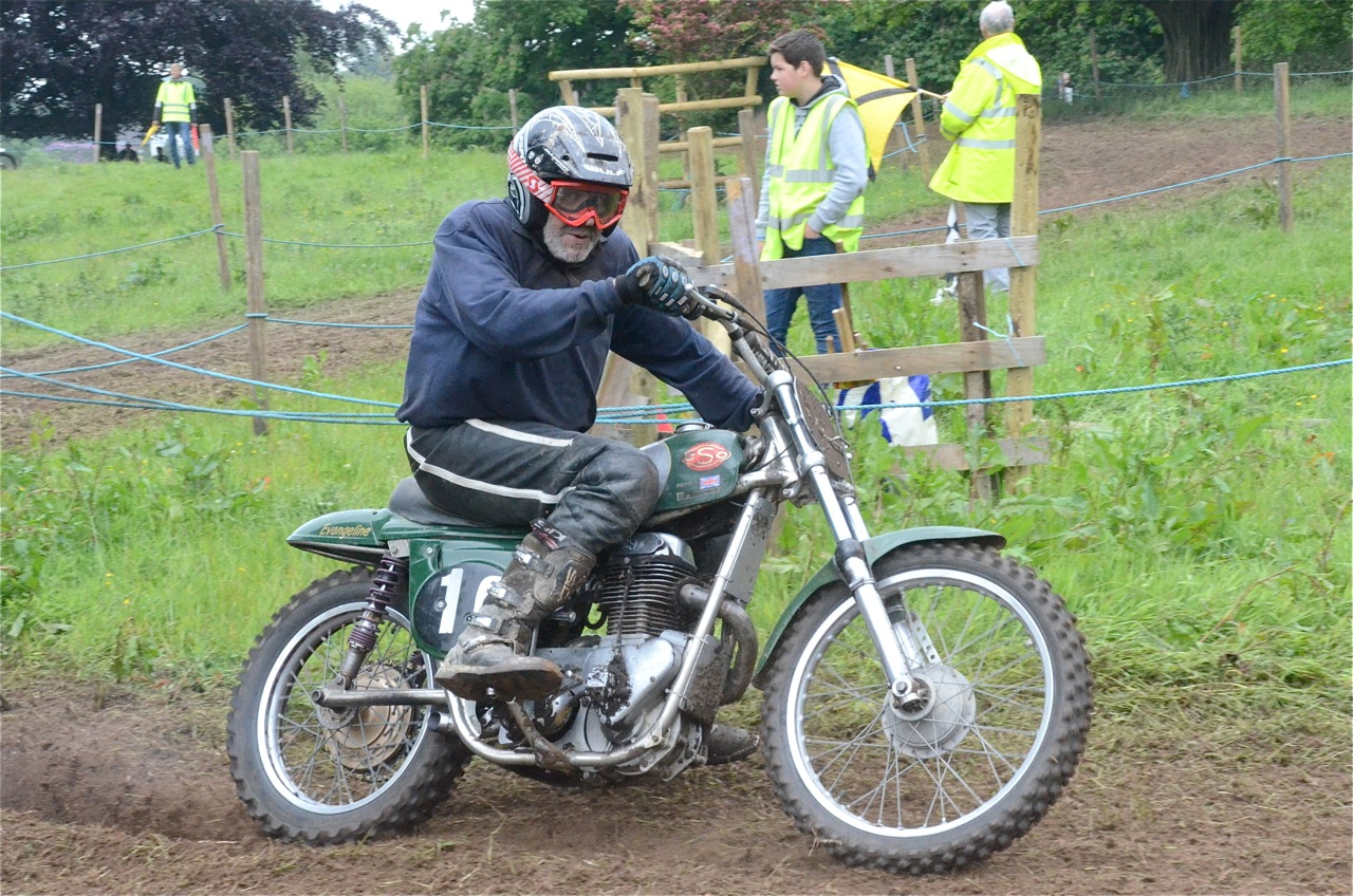 cholmondeley pageant of power 2015 classic scramble demonstration races classicdirtbikerider.com kim maddocks