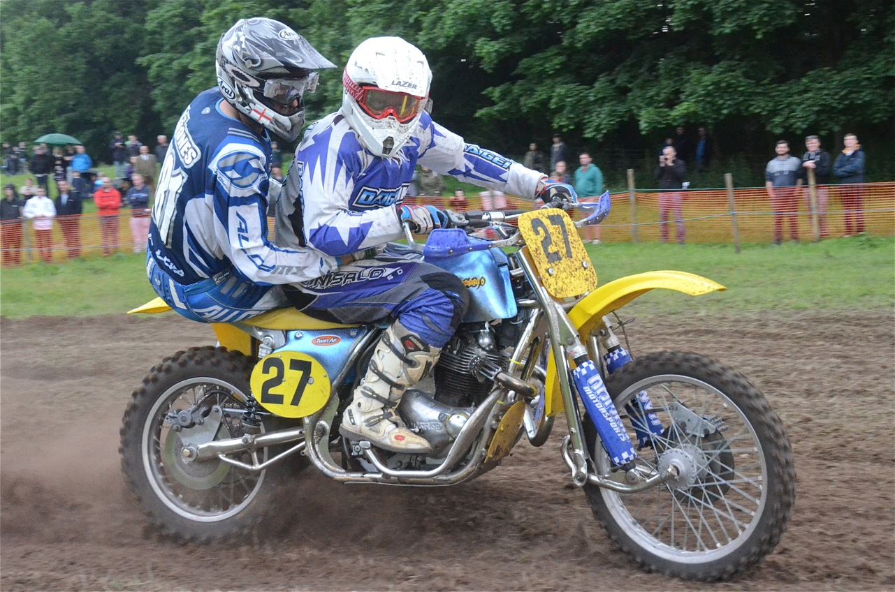 cholmondeley pageant of power 2015 classic scramble demonstration races classicdirtbikerider.com smile for the camera
