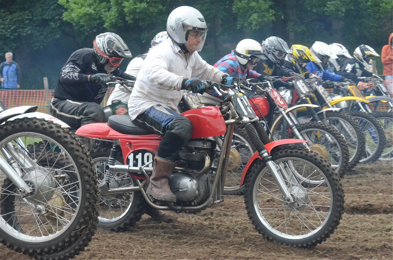 cholmondeley pageant of power 2015 classic scramble demonstration races classicdirtbikerider.com start line 3