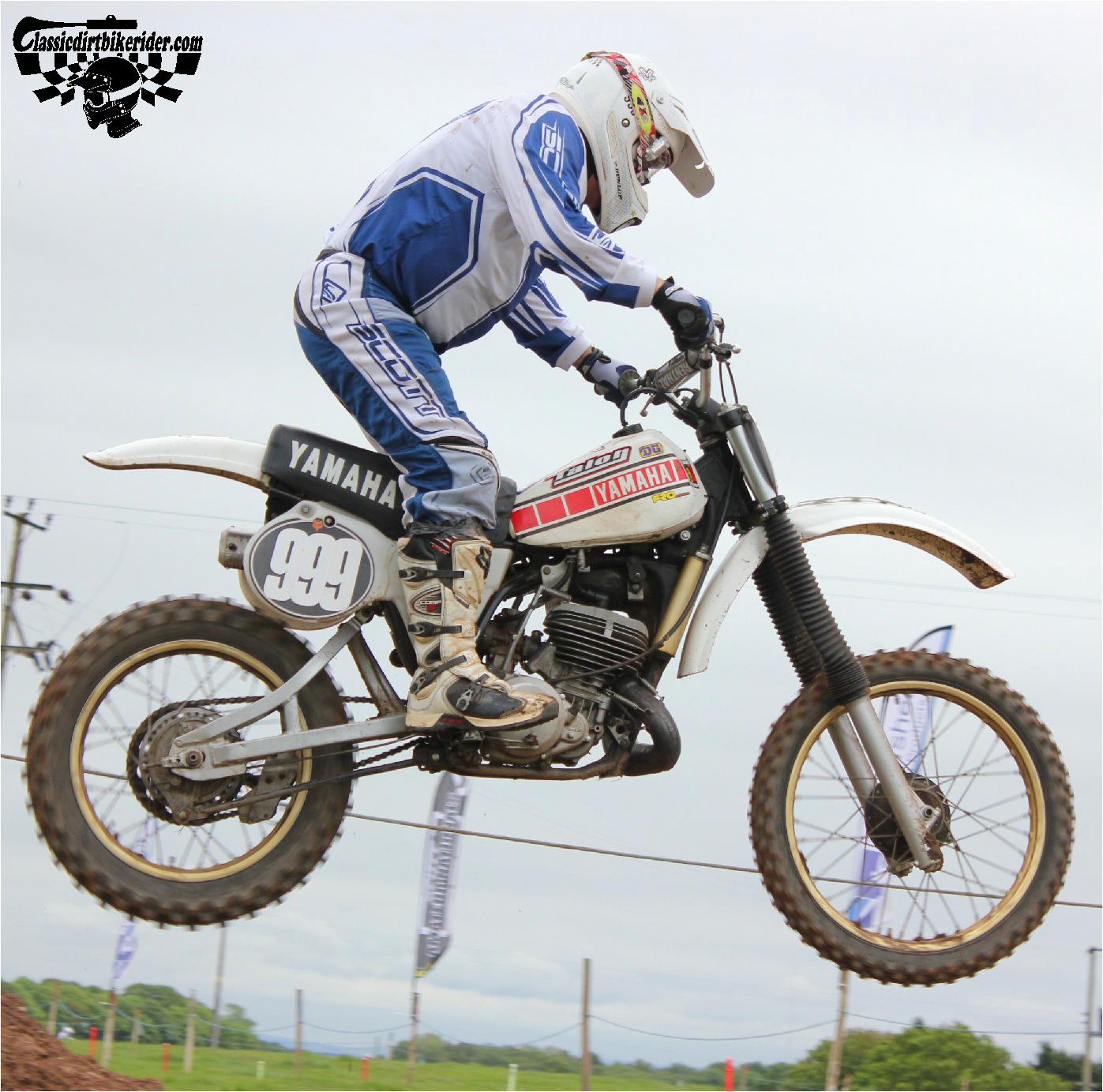 classicdirtbikerider.com-national-twinshock-championship-2015-Garstang-grabbing some air CLASSIC Yamaha YZ250