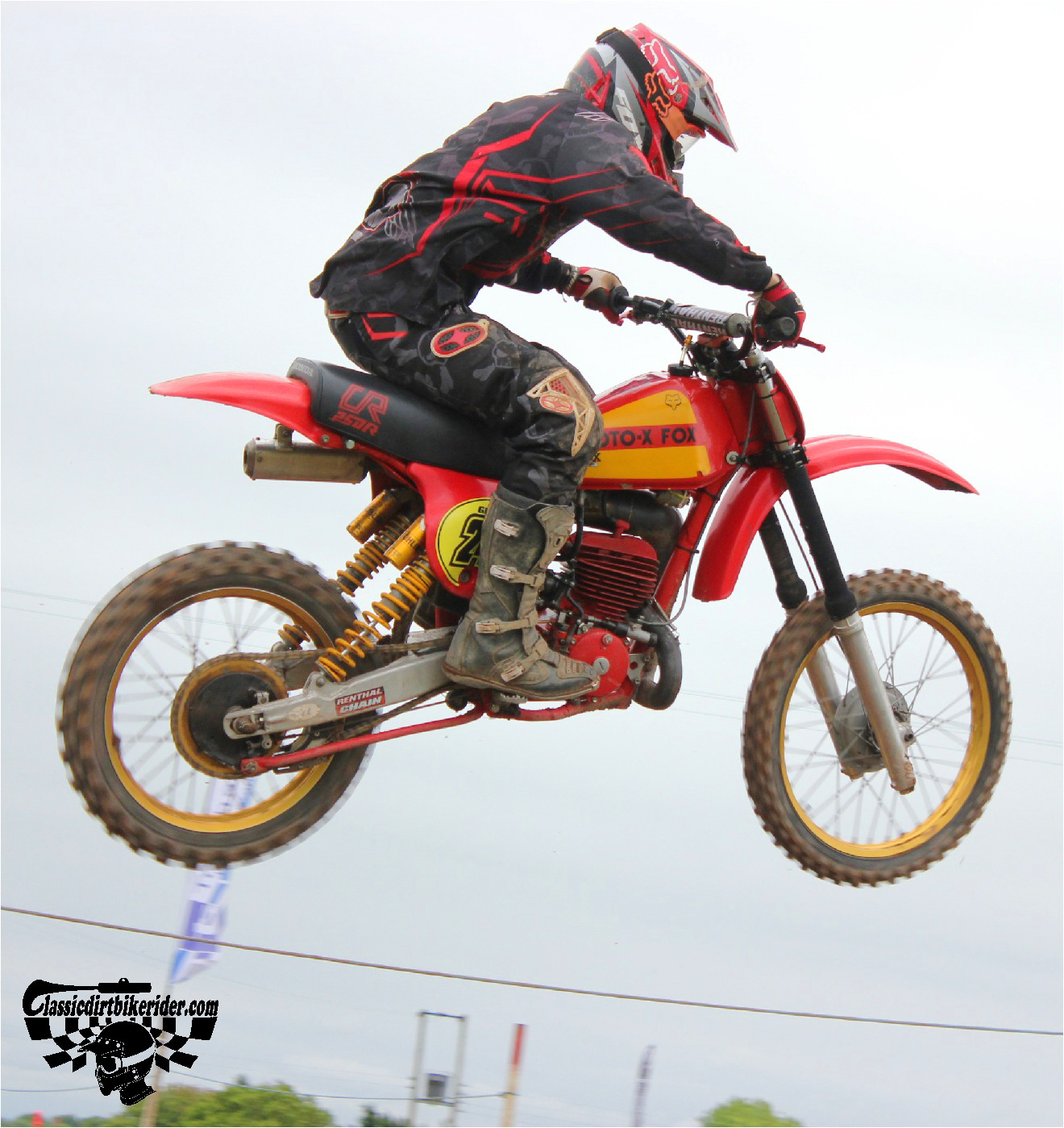 classicdirtbikerider.com-national-twinshock-championship-2015-Garstang-grabbing some air HONDA RED ROCKET