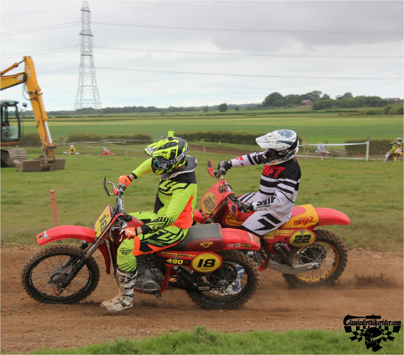 classicdirtbikerider.com-national-twinshock-championship-2015-Garstang-in the heat of battle 1