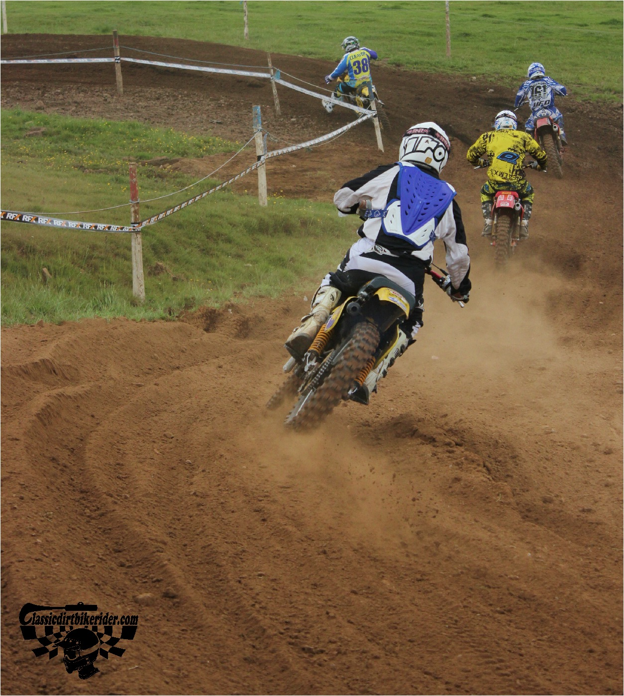 classicdirtbikerider.com-national-twinshock-championship-2015-Garstang-in the heat of battle 3