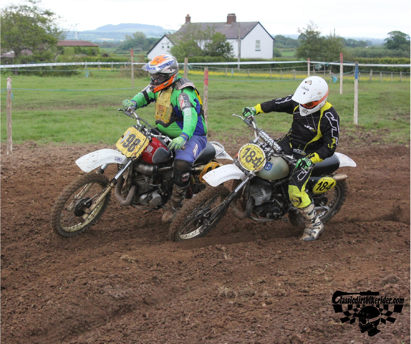 classicdirtbikerider.com-national-twinshock-championship-2015-Garstang-in the heat of battle 7