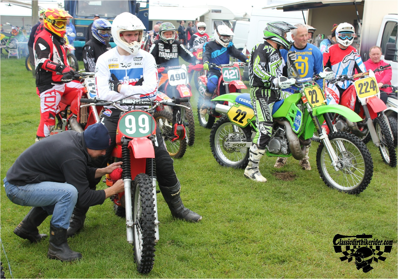 classicdirtbikerider.com-national-twinshock-championship-2015-Garstang-riders get ready for practice 10