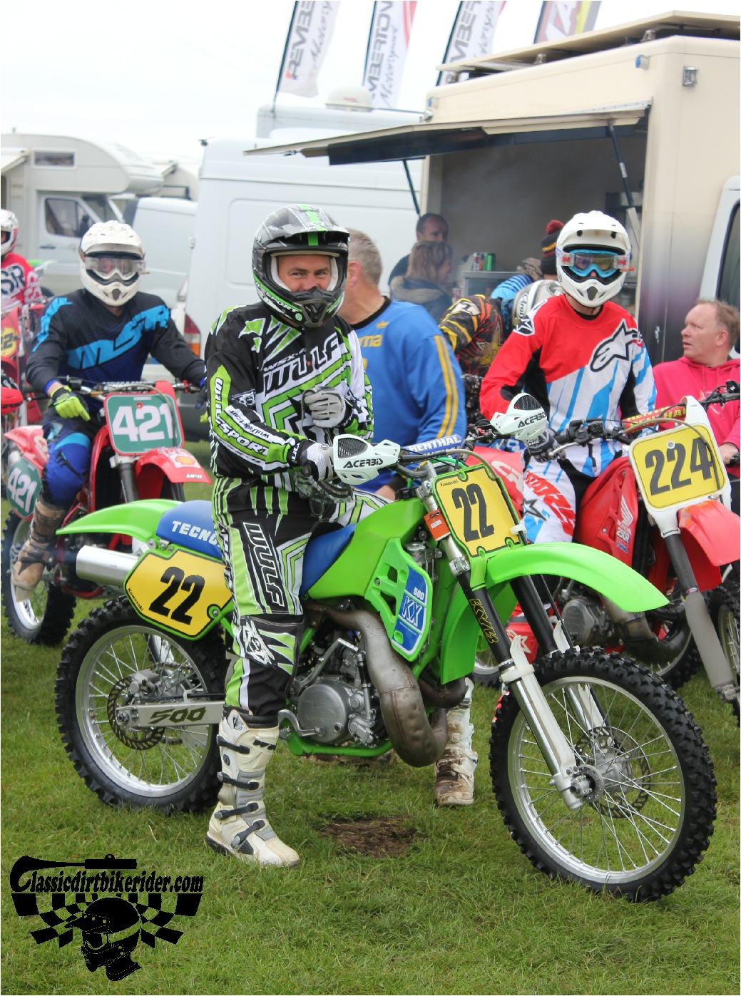 classicdirtbikerider.com-national-twinshock-championship-2015-Garstang-riders get ready for practice 11