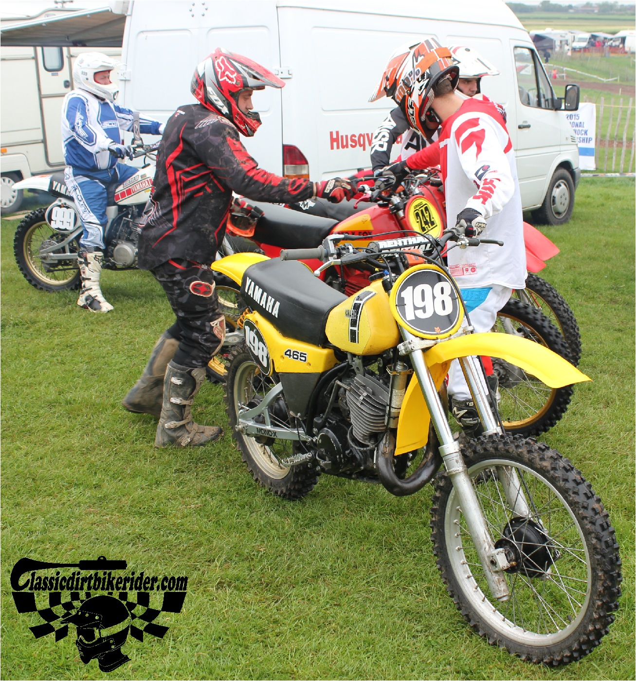 classicdirtbikerider.com-national-twinshock-championship-2015-Garstang-riders get ready for practice 14