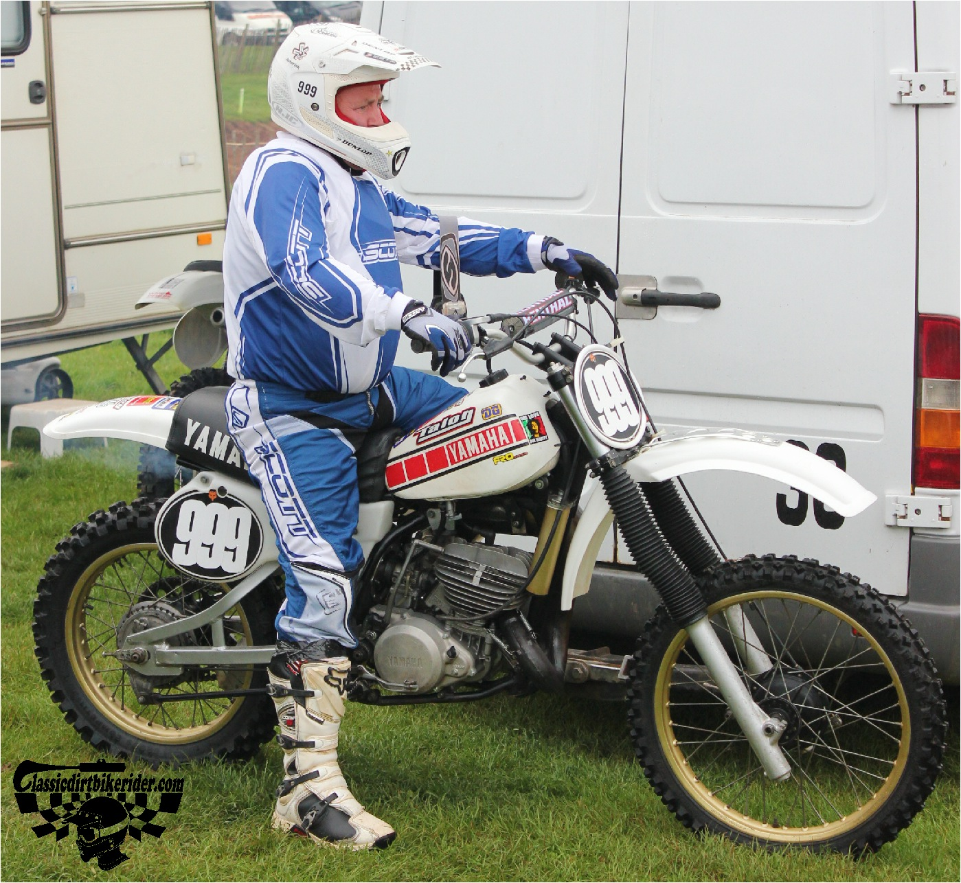 classicdirtbikerider.com-national-twinshock-championship-2015-Garstang-riders get ready for practice 15