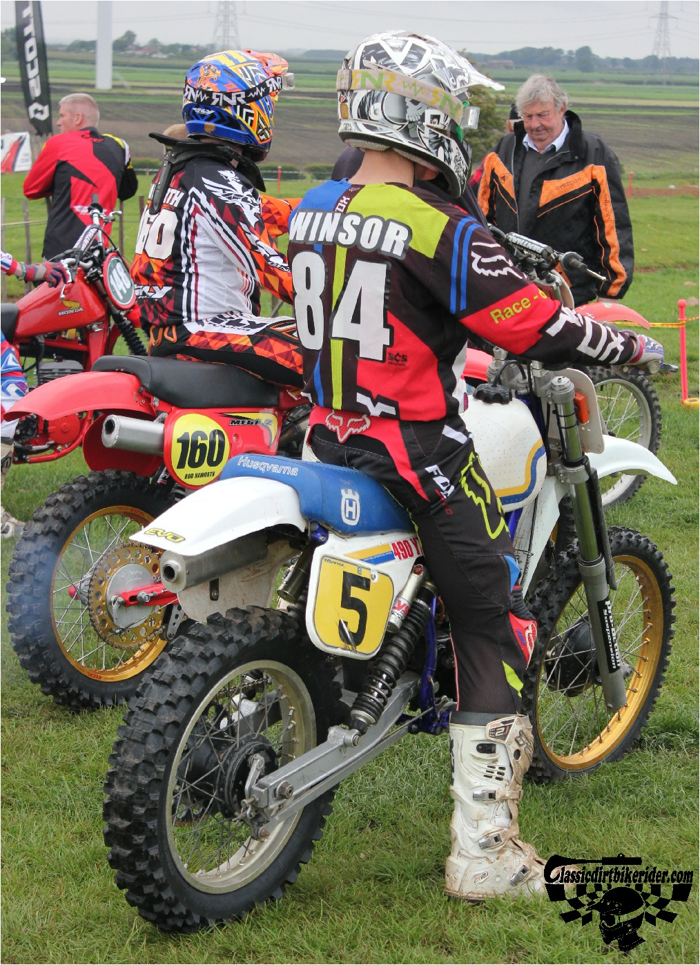 classicdirtbikerider.com-national-twinshock-championship-2015-Garstang-riders get ready for practice 17
