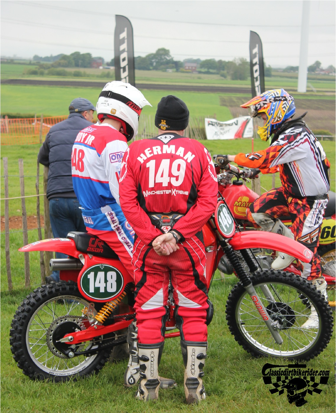 classicdirtbikerider.com-national-twinshock-championship-2015-Garstang-riders get ready for practice 18