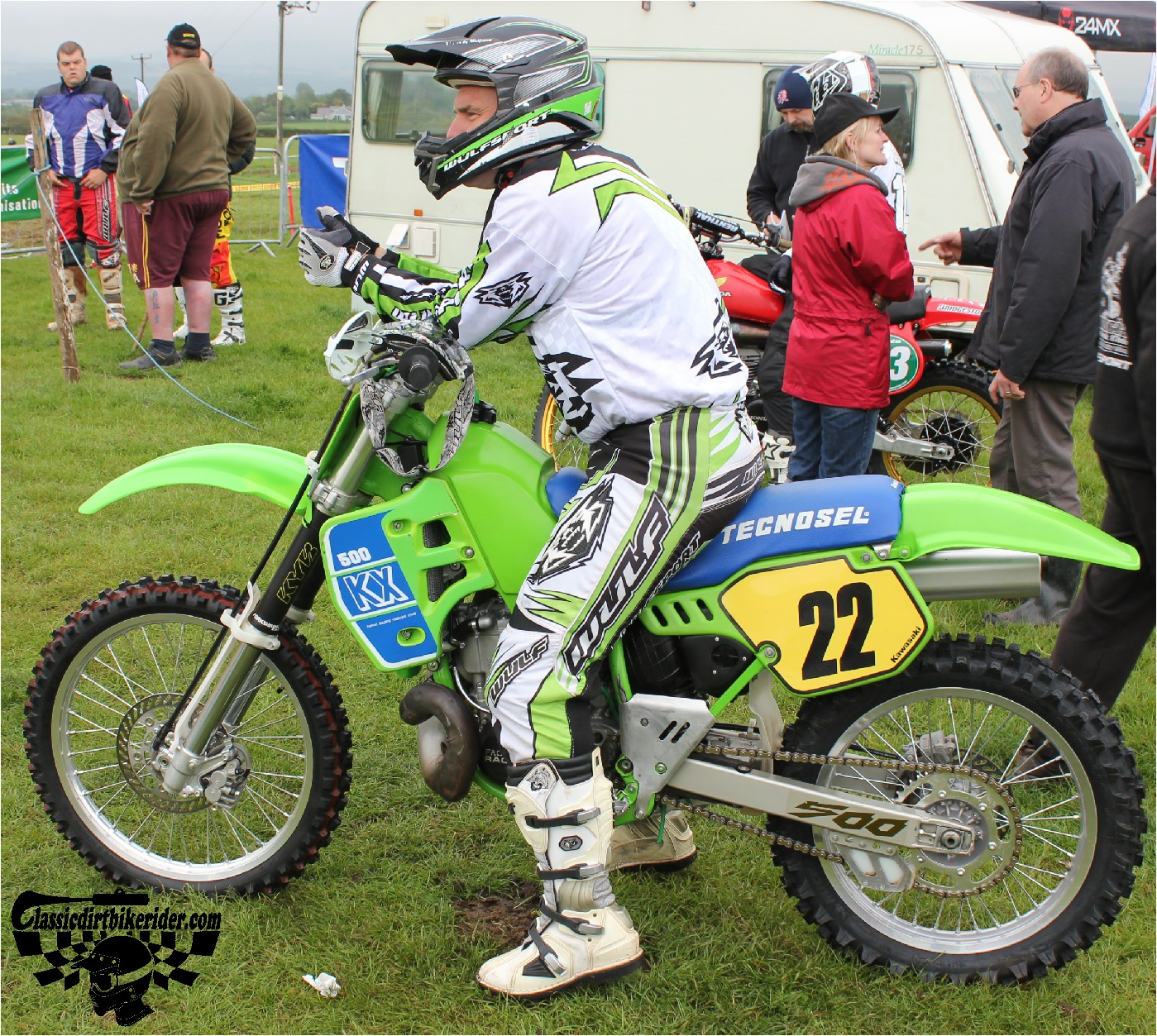 classicdirtbikerider.com-national-twinshock-championship-2015-Garstang-riders get ready for practice 2