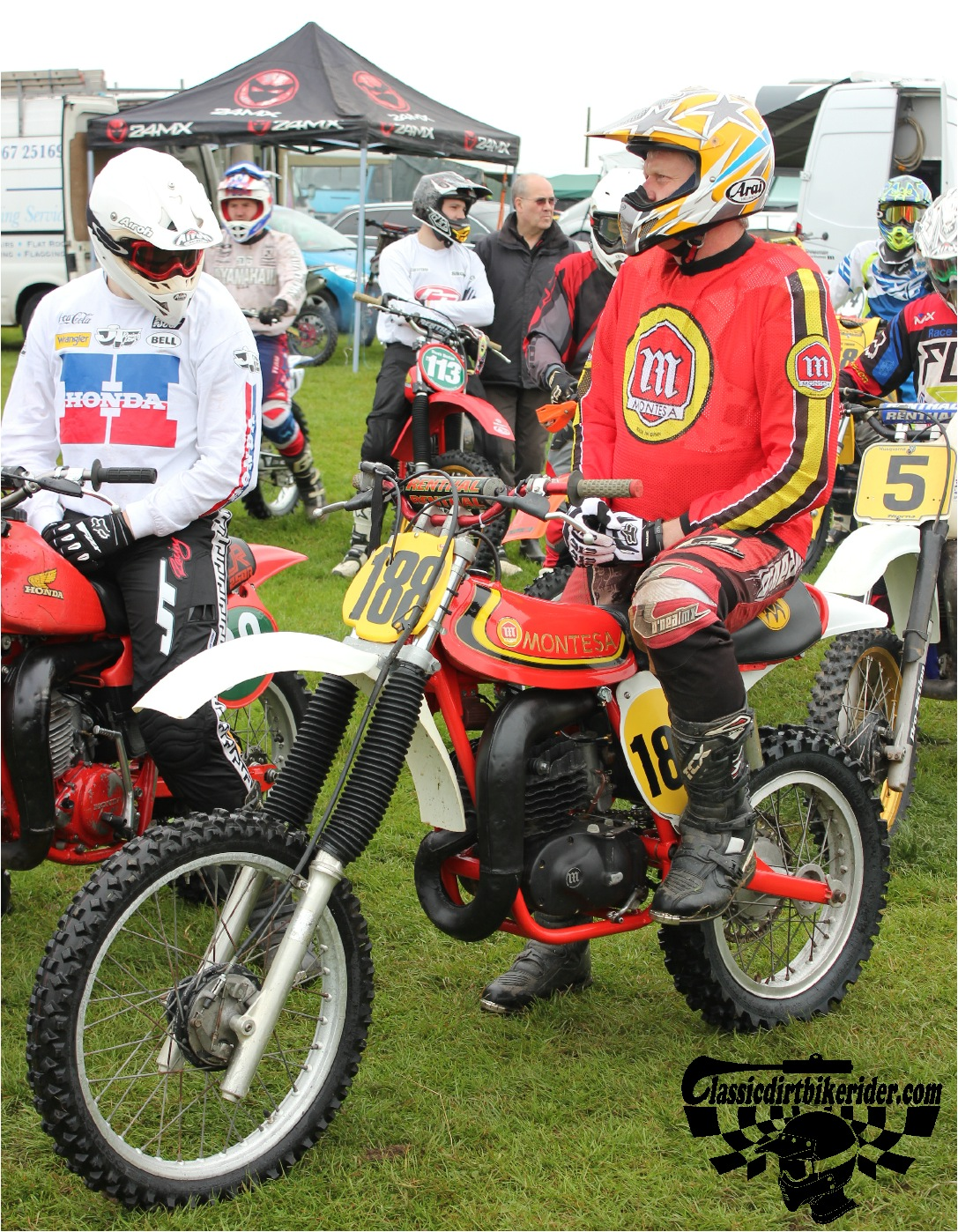 classicdirtbikerider.com-national-twinshock-championship-2015-Garstang-riders get ready for practice 21