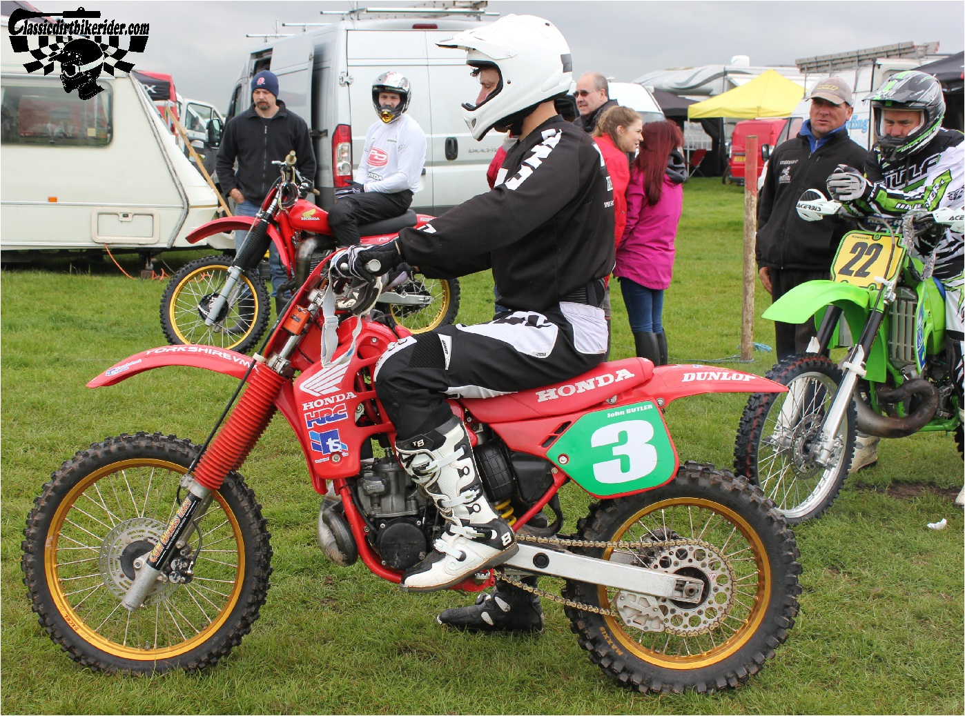 classicdirtbikerider.com-national-twinshock-championship-2015-Garstang-riders get ready for practice 3