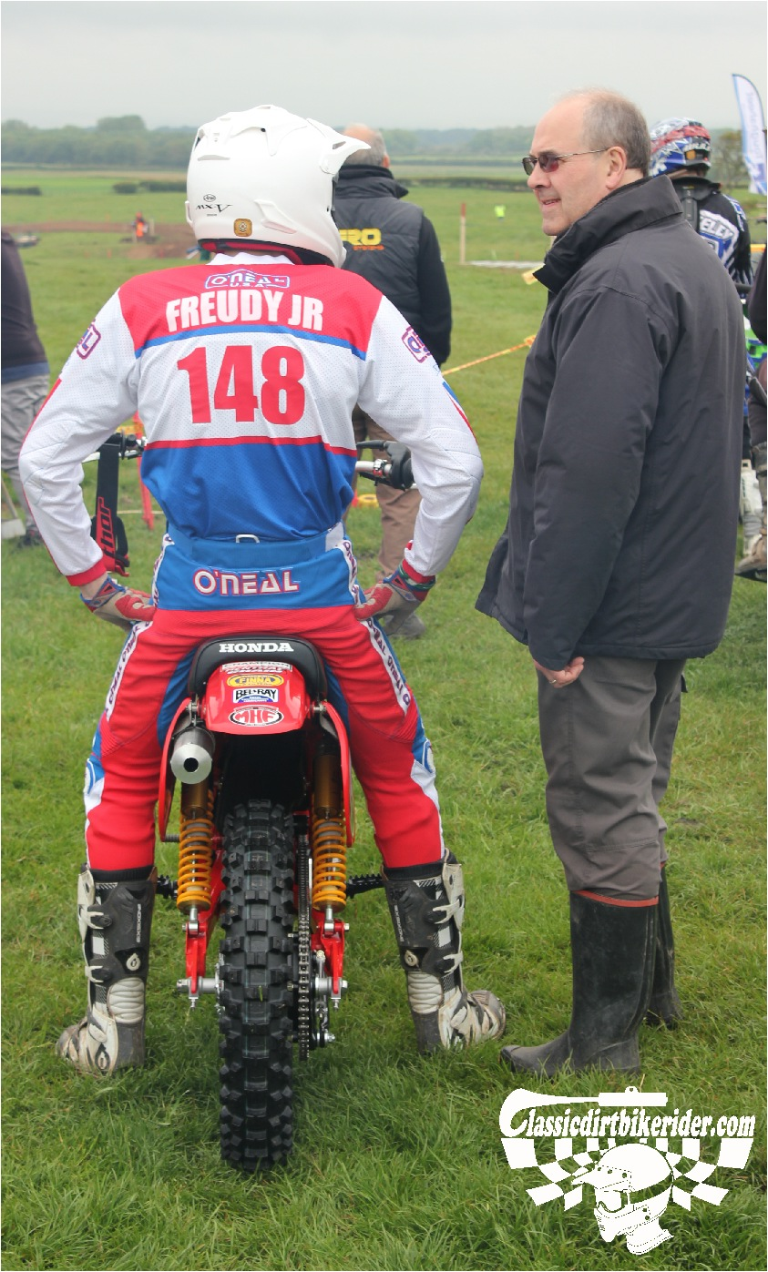 classicdirtbikerider.com-national-twinshock-championship-2015-Garstang-riders get ready for practice 4