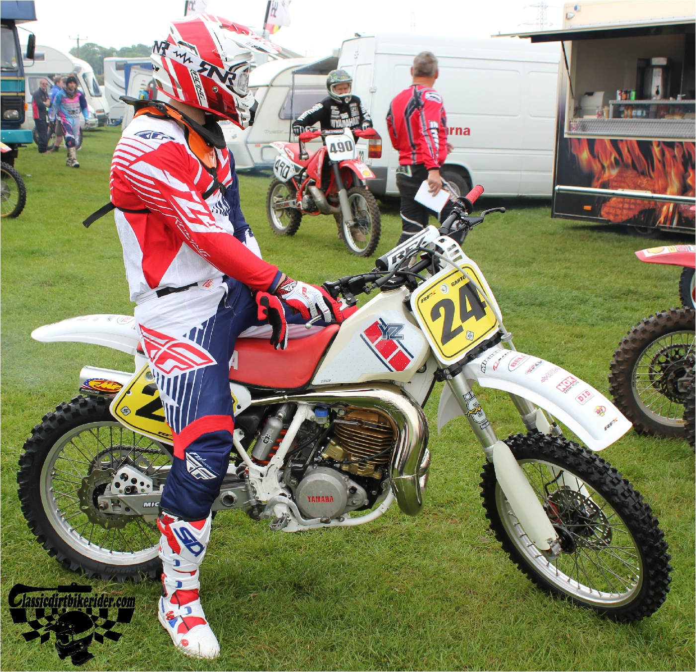 classicdirtbikerider.com-national-twinshock-championship-2015-Garstang-riders get ready for practice 5