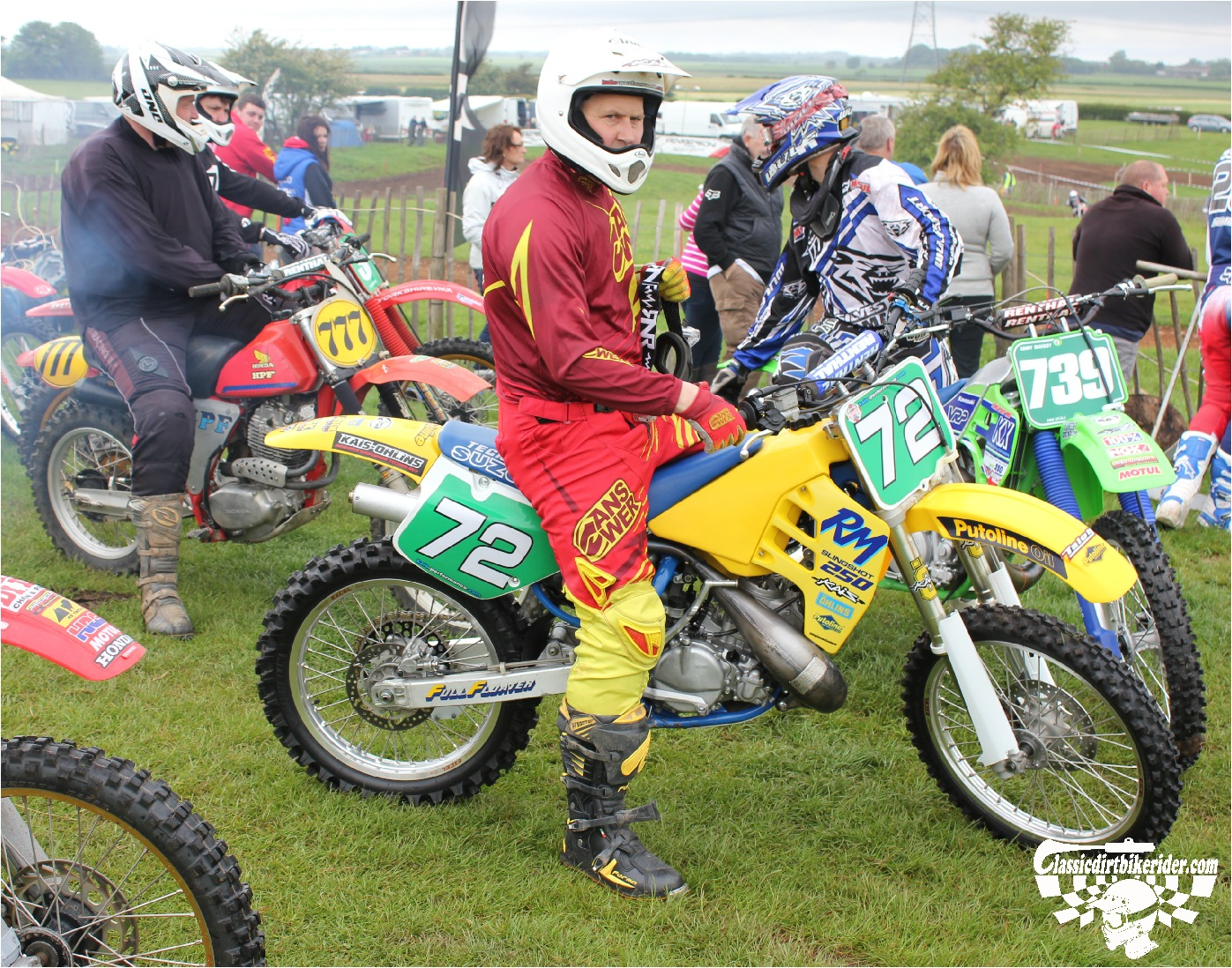 classicdirtbikerider.com-national-twinshock-championship-2015-Garstang-riders get ready for practice 8