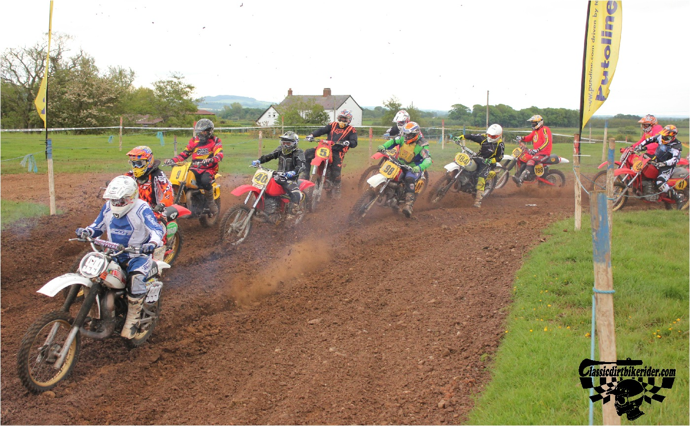 classicdirtbikerider.com-national-twinshock-championship-2015-Garstang-the first turn 2